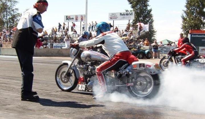 Photo of Cuma Mağusalı Anı Moto Drag Yarışı Yapılıyor