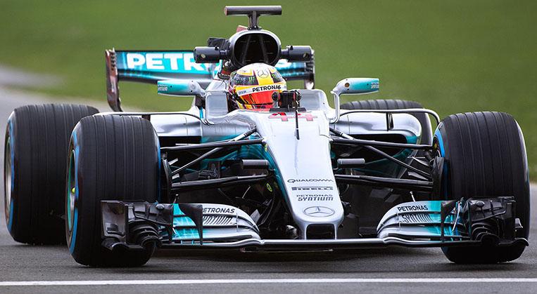 Photo of Formula 1'de Mercedes ve Force India otomobilleri tanıtıldı