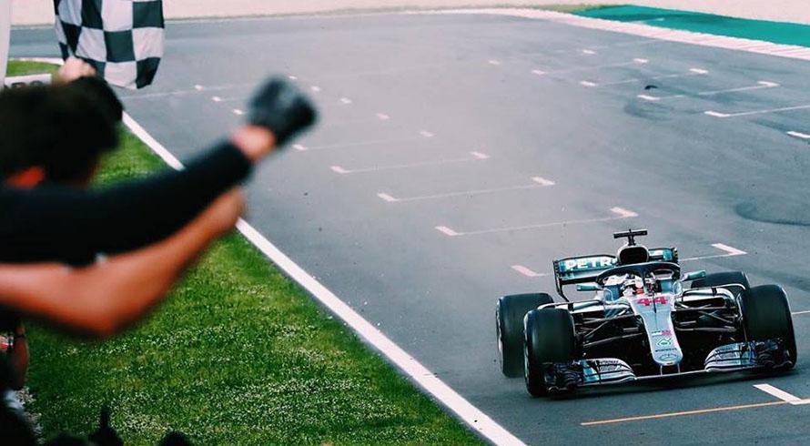 Photo of Avrupa yarışlarına Mercedes ilk iki sıra ile başladı